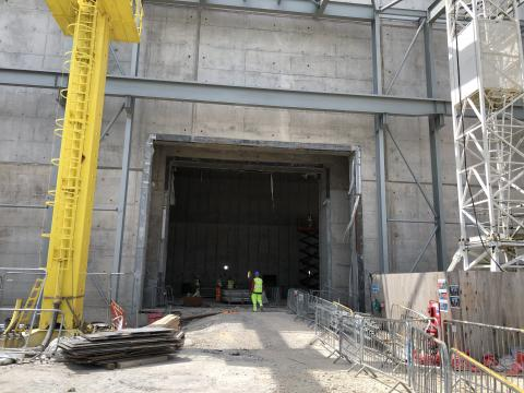 Acces to test bed closed by DIB motorised 400 tons shielded door