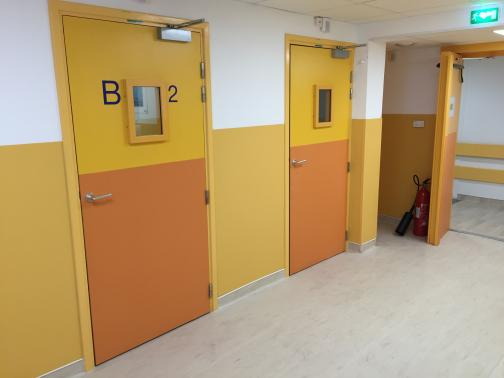 Hôpital Beaujon - Clichy - France - Swing doors with leaded window and partitions for the nuclear medicine department.