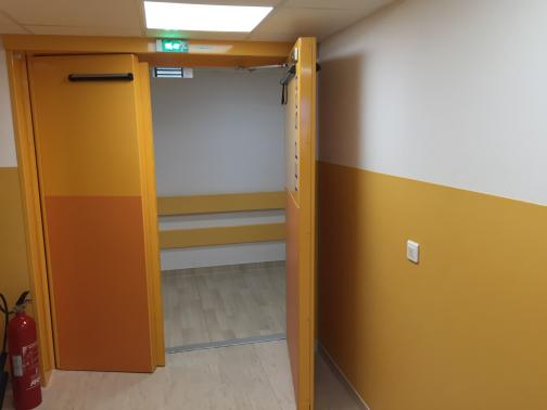 Hôpital Beaujon - Clichy - France - 2-leaf 8 mm leaded door.